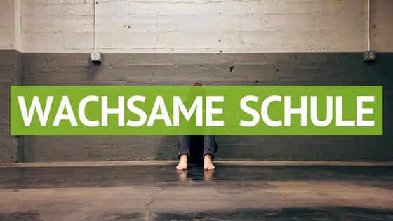 Wachsame Schule-Titel
